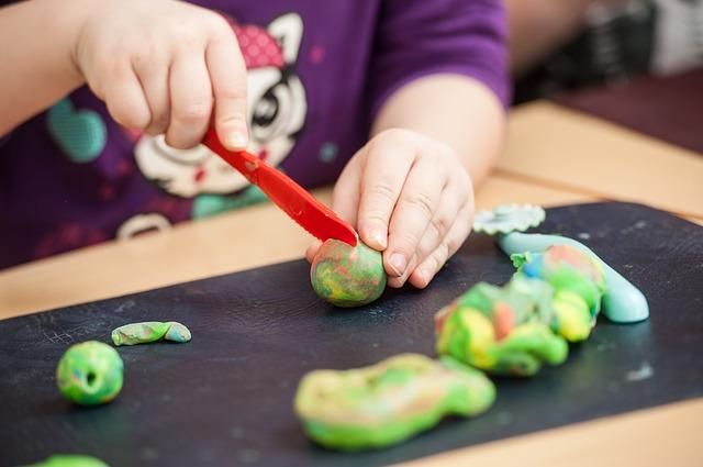 Selbst hergestellte Knetmasse für Kinder