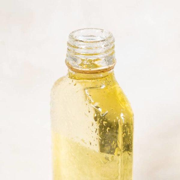 Bild einer offenen Flasche Gesichtsöls