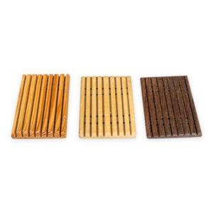 Seifenschale in drei verschiedenen Holzfarben