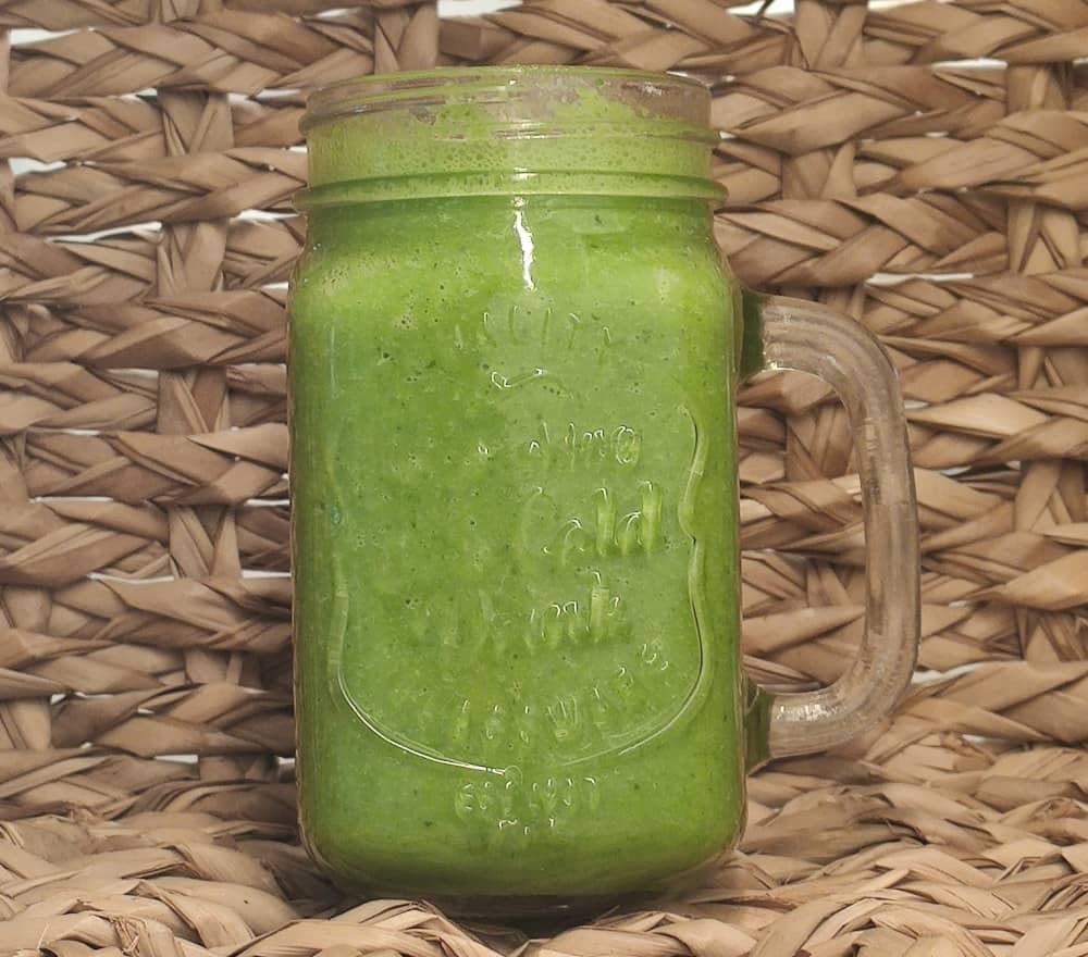 Smoothie auf Basis Hafermilch und Spinat