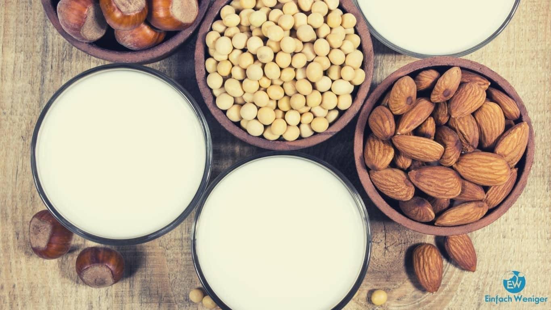Mandelmilch als leckerer Ersatz für Kuhmilch. Einfach mit einem Nussmilchbeutel selber zu machen.