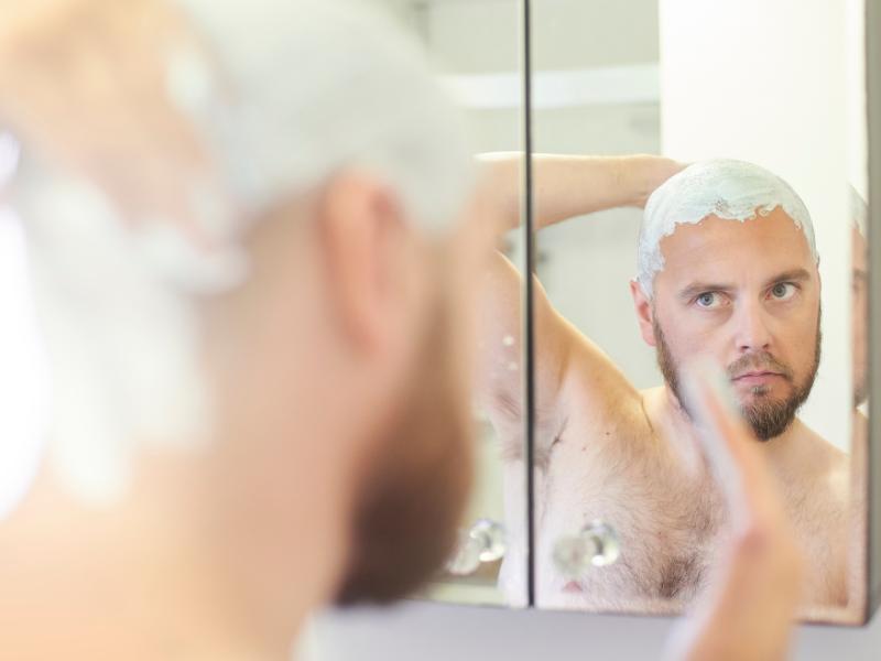 Glatze rasieren